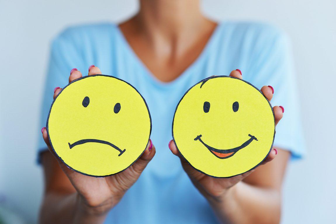 Smiley souriant et smiley boudeur, qu'elles sont les différences entre les personnes négatives et les personnes positives ?