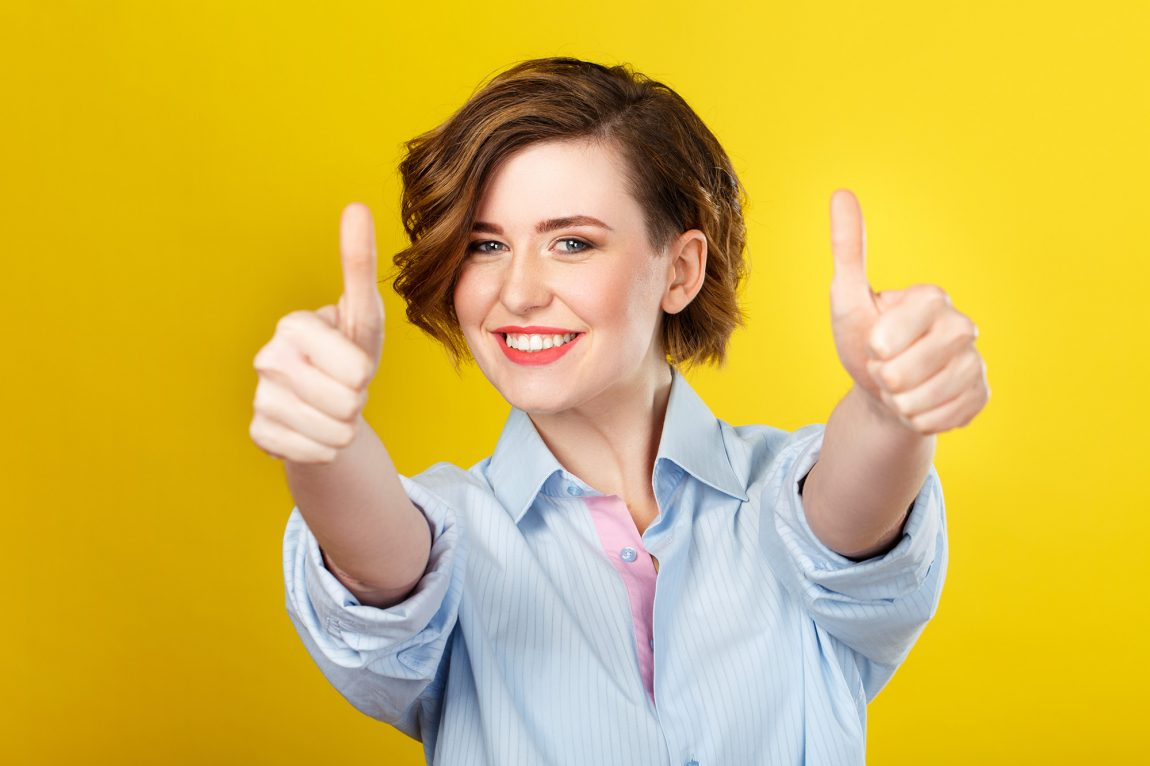 Jeune femme avec un état d'esprit positif